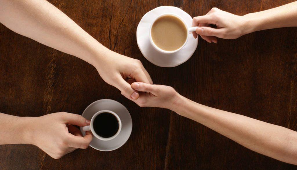 Ly cà phê Buôn Ma Thuột như ngôn ngữ không lời.