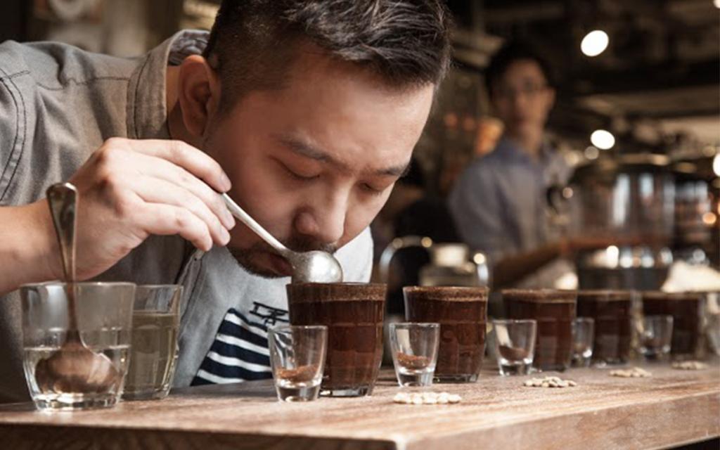 Cupping chỉ quy trình thử nếm cà phê.